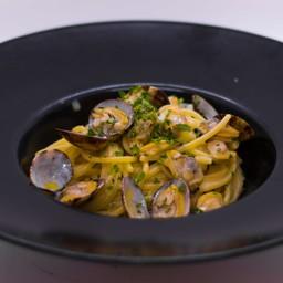 Spaghettoni with clams