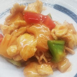 CHICKEN IN SWEET AND SOUR SAUCE