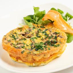 Frittatona contadina alle verdure con le uova della Cascina Battivacco e patatine steak house