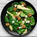 Germogli di spinaci con melagrana, mandorle e pere