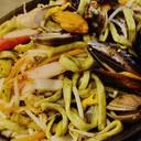 Spaghetti alle erbe con misto di pesce alla piastra