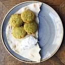 Falafel frittelle di fave e salsa di yogurt alla menta